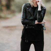 黒レザージャケット 着こなし 海外ブランド