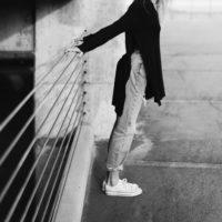 スニーカーで歩き回る快適さ 幅狭い足にあう new balance, VEJA