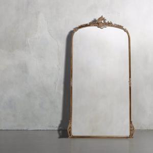 やっと届いたドレッシングルームの鏡と初夏の赤ネイル