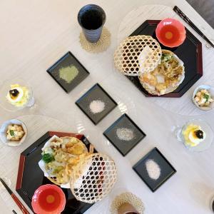 黒を効かせたテーブルセッティングと久しぶりの天ぷらディナー