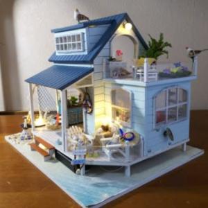 ミニチュアハウス完成……海辺の可愛いお家