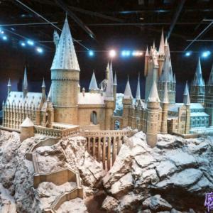 詳細レポート:ホグワーツ城の巨大ミニチュアモデル1/24サイズ ホグワーツ魔法魔術学校のリアルな映画撮影の模型(ハリーポッタースタジオツアー イギリス)