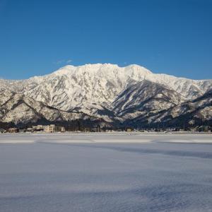 霊峰八海山 冬の晴れ間 4月4日