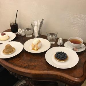 """自分で食べるのには良いが、他人へのお土産には高くてもったいない・・ """"パティスリーエス サロン"""""""