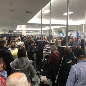 アラスカクルーズ旅行記9 パスポートコントロールに100分並ぶ