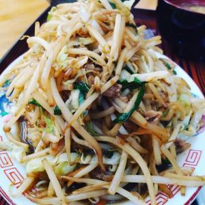 #打ち合わせランチ #名物グルメ #野菜炒め定食 #これで普通サイズ#野菜不足解消 #