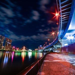 隅田川に光の雨が降り注ぐ。