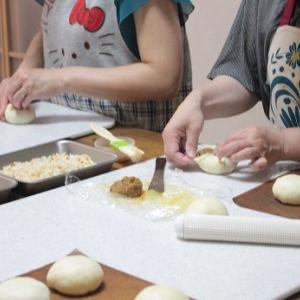 6/14 am レッスンレポ(^^) 焼きカレーパン&黒糖蒸しパン。
