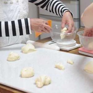 6/17 レッスンレポ(^^) ほうじ茶とホワイトチョコチップのミニ角食&コーングリッツパン。