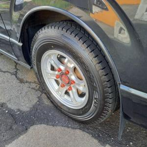 ちょっと早いが…タイヤ交換。
