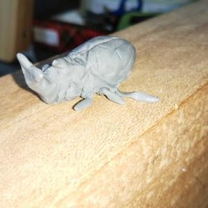 消しゴムのカスでカブトムシを作ってみました。