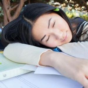 【まとめ】勉強中に眠たくなる理由3選 と【簡単】対策5選で解決