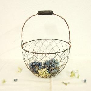 亀甲編みによる葉っぱ模様のワイヤーバスケット