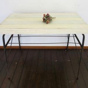 パステルカラー天板のリメイクテーブル
