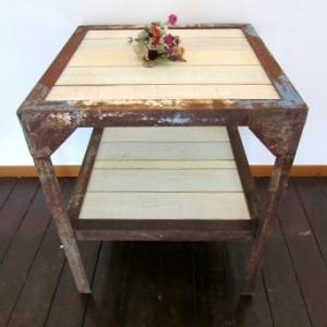 ワイルドでキュートなリメイクテーブル
