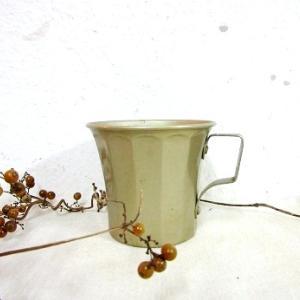 洒落たアルミカップ