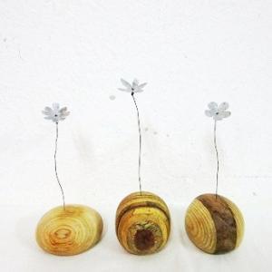 小さなアルミの花