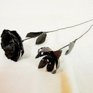 錆び朽ちた鉄の花