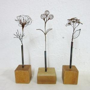針金の花・新作と積み木の一輪挿し
