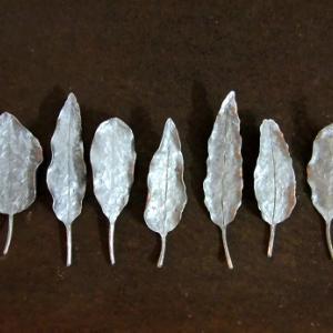 アルミの葉っぱブローチ