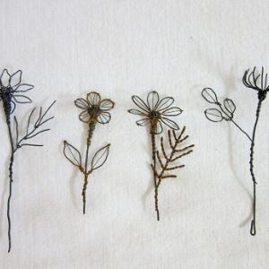 小さな小さな針金の花