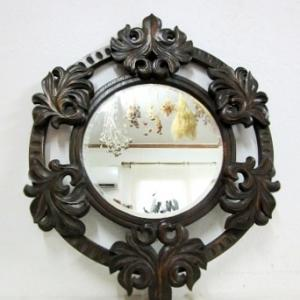 木彫フレームの古い鏡