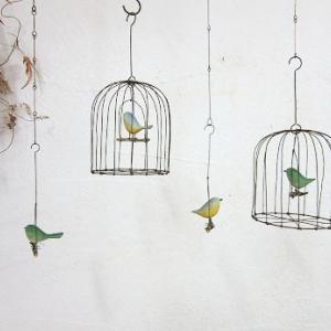 さらに小さい木彫小鳥