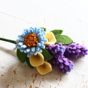 フェルトで作るお花コサージュ・イングリッシュラベンダー