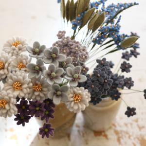 新作のフェルトのお花を量産中