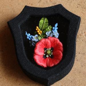 小花の立体刺繍用のカルトナージュの小箱の試作品