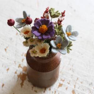 フェルト小さなお花が集まりました