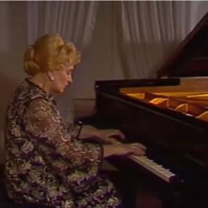 ツェルニーの子孫のピアニストの表情豊かなマズルカ