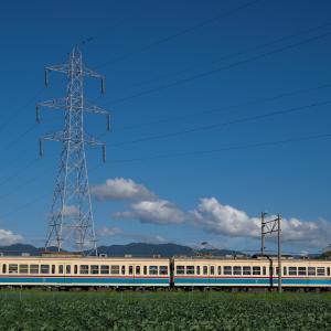電車と鉄塔