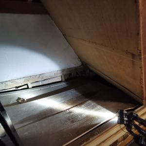 階段下の押入床が抜けた