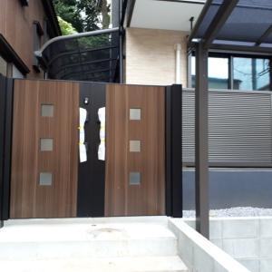 高性能賃貸アパートの門扉