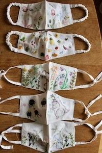 ハンドメイドの刺繍マスク