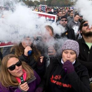 米、喫煙年齢を21歳に引き上げ 電子たばこ人気抑制へ~AFP通信~