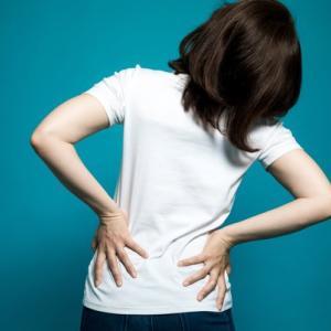 突然のビキッ!科学者が教える、ぎっくり腰や五十肩が起こる原因~magmagニュース~