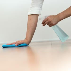 床の拭き掃除、黒ずみ・皮脂汚れが取れない時は