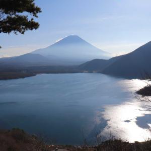 パノラマ台・烏帽子岳|千円札の逆さ富士の絶景を求めて本栖湖一周コースに挑戦!ご当地ランチは物鹿カレーセット!