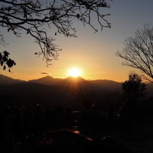 高尾山ダイヤモンド富士|富士山の真上に沈む奇跡の絶景を見に冬の高尾山に挑戦!幻想的な世界に感動!