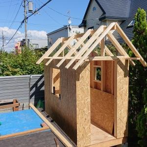 自作の小屋づくり ~屋根材を張る①~