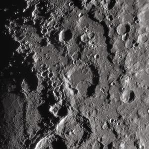 IRパスフィルターで撮った月面クレーター