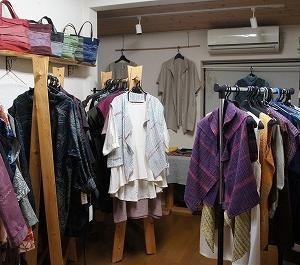 手作りの「服とバッグ展」前夜