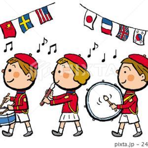 幼稚園生の鼓笛隊。