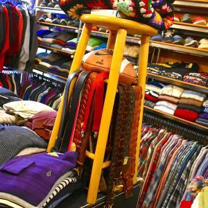 【人差し指ショッピングで満足!?】 五感を刺激されるリアル店舗でお楽しみください^^