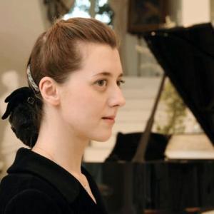 イリーナ・メジューエワ(P)演奏を検証。テクニックを見せるのではなく、曲の本質を見抜き「静」を保ちながらバッハの世界に沈潜して行く。