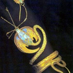 サラ・ベルナールの「蛇のブレスレットと指輪」(1899年)