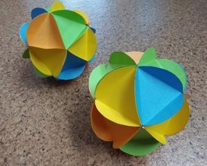丸い紙で作るボール デイサービスの創作レク