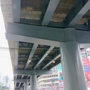 アソークとペブリの交差点の陸橋の構造。